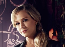Julie Benz :