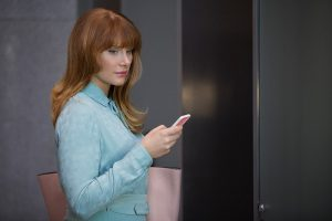 "Bryce Dallas Howard dans l'épisode ""Nosedive"""