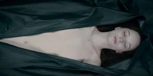 André Øvredal : « Je voulais retourner à une réalisation classique » – Scènes commentées pour The Jane Doe Identity