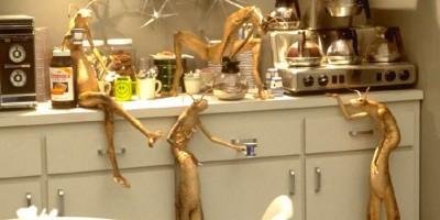 men_in_black_coffee_aliens_1