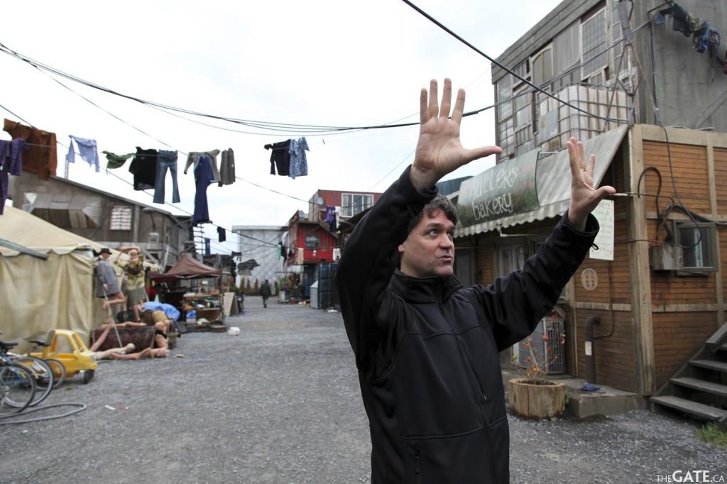 Kevin Murphy sur le décor de Defiance. © TheGate.ca